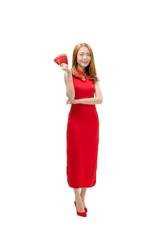 Beautiful chinese woman in traditional dress holding red envelopes