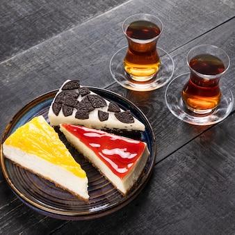 Красивые шоколадные торты со стаканом чая