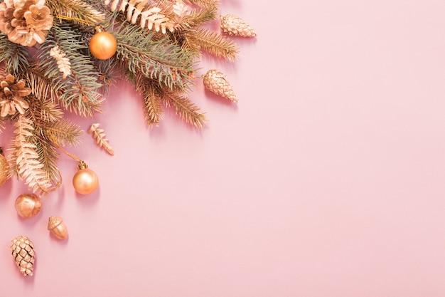 Красивый новогодний фон в золотых и розовых тонах