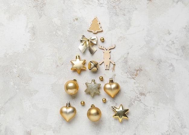 光の上の美しいクリスマスの構成