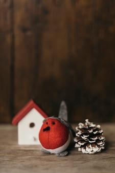 Bella composizione natalizia con ornamenti
