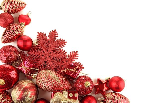 白で隔離の美しいクリスマスの装飾