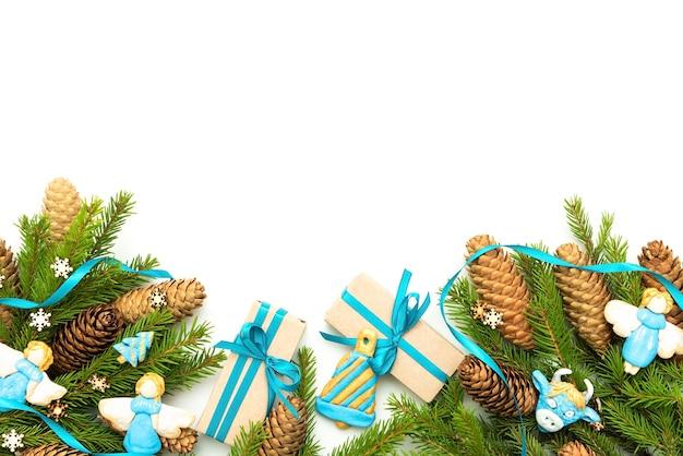 Красивая концепция праздника рождества на белом фоне.