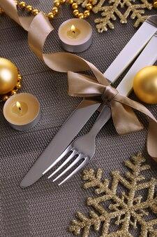 美しいクリスマスの設定をクローズアップ