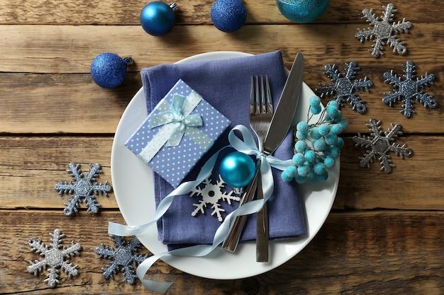 装飾が施された美しいクリスマスのテーブルセッティング