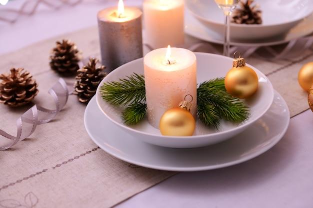 美しいクリスマスのテーブルセッティング