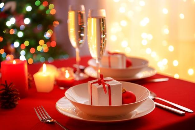 美しいクリスマステーブルの設定
