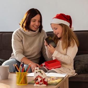 自宅での美しいクリスマスの時間のコンセプト