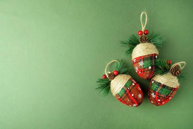 美しいクリスマスツリーのおもちゃのバンプ。コピースペース