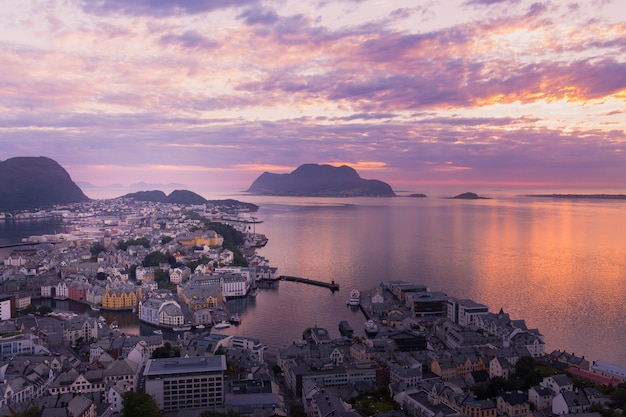 Beautiful city of ålesund an its fiord in the møre og romsdal county, norway. it is part of the traditional district of sunnmøre and the centre of the ålesund region.