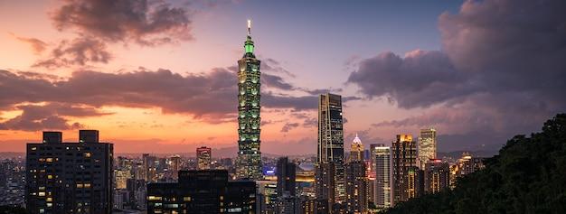 Beautiful cityscape of taipei at dusk