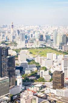 Красивый городской пейзаж с архитектурой и зданием в бангкоке, таиланд