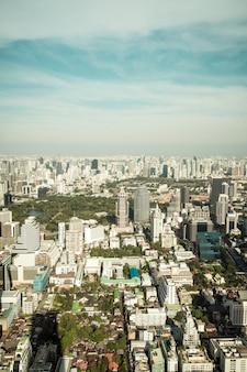 建築とバンコクの建物の美しい街並み