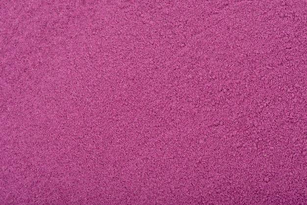Красивый цвет порошка фиолетового сладкого картофеля.
