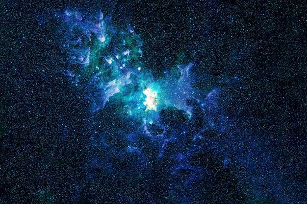 Красивая цветная туманность в космосе. элементы этого изображения предоставлены наса. для любых целей.