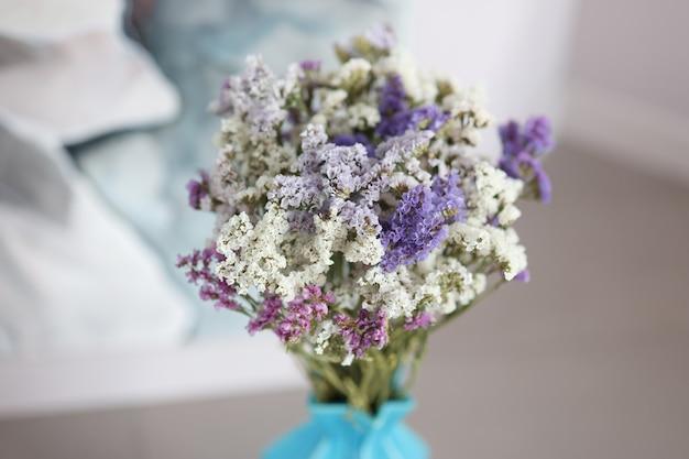 아름 다운 화려한 여러 가지 빛깔의 꽃다발 꽃 여름 꽃다발 개념