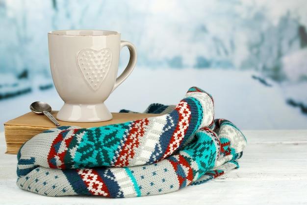 ホットドリンクのカップで美しい構図