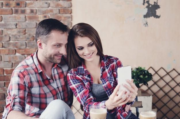 Красивая пара в кафе