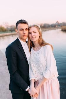 愛の美しいカップル、バレンタインの日、ロマンチックなカップル、二人の間の愛、恋人たちの休日