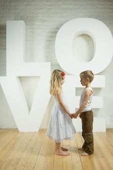 美しいカップル-愛の背景