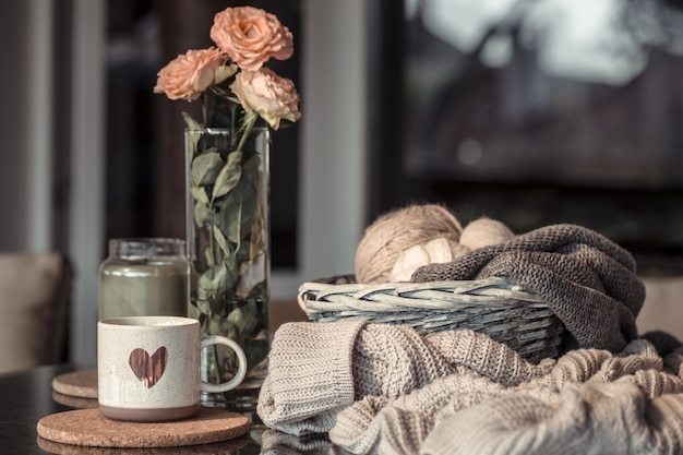 마음, 아늑한 가을을 가진 아름다운 컵.