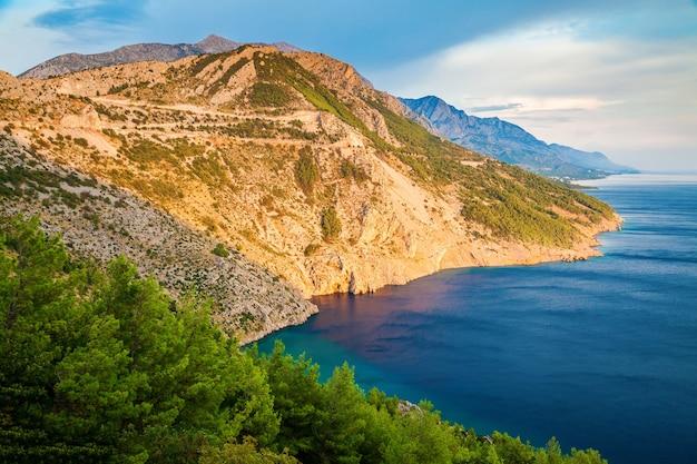 아드리아 해, makarska riviera, croatia의 아름다운 달마 시안 해안