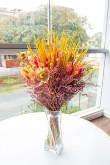 Красивая обезвоженная цветочная композиция