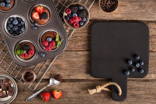 Bello e delizioso dessert e teglia
