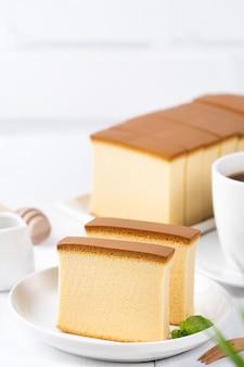 아름다운 맛있는 일본식 스폰지 케이크 카스텔라