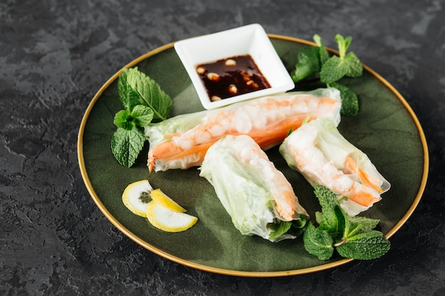 Красивое блюдо вьетнамской кухни