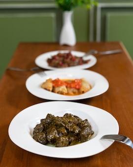 美しいドルマ肉の食事をクローズアップ