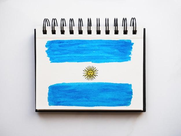 Красивый рисунок аргентинского флага. открытка. крупный план, вид сверху. концепция национального праздника. поздравления родным, близким, друзьям и коллегам