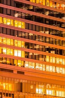 美しい外観の建物と窓と光の建築