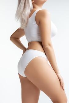 Bel corpo femminile, concetto di cura del corpo e sollevamento