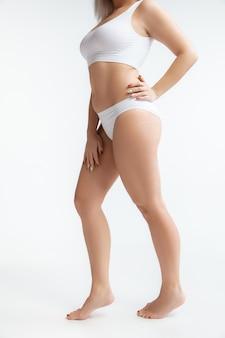아름다운 여성의 몸, 바디 케어 및 리프팅의 개념