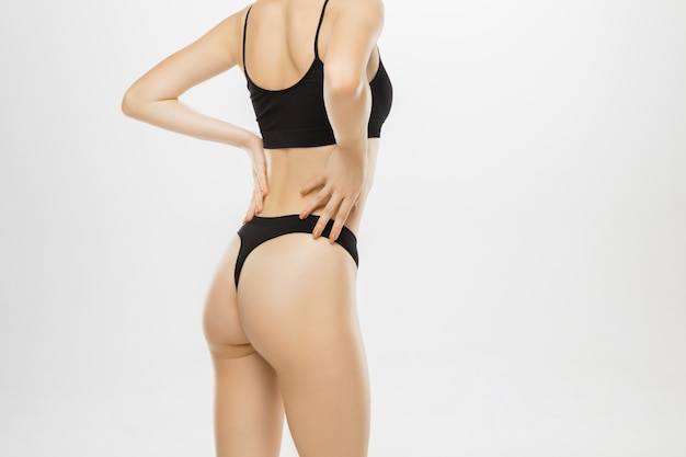 아름 다운 여성의 다리와 엉덩이 흰색 절연