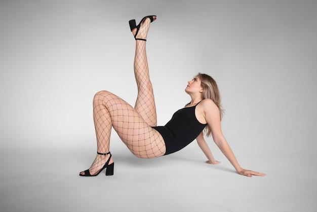 パンストストッキングの美しい女性モデル