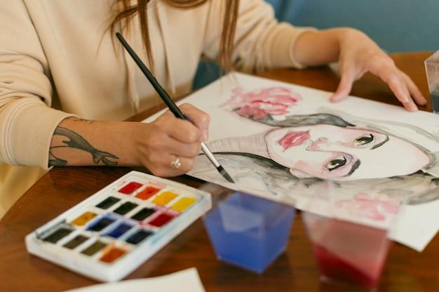 美しい女性の肖像画とカラーパレット