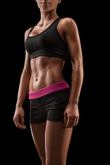 Красивое женское стройное загорелое тело фитнеса