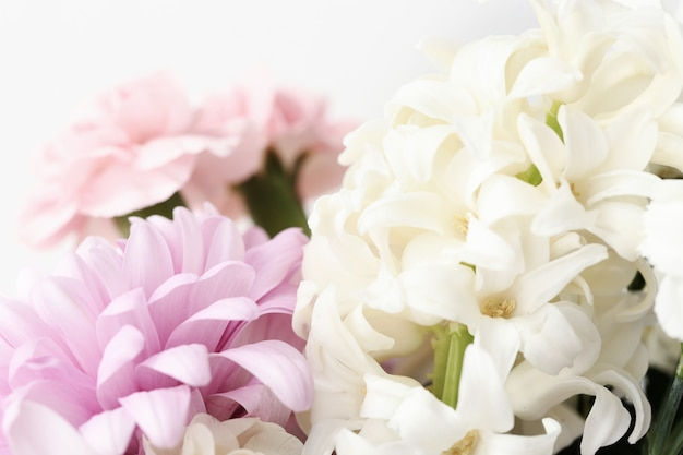美しい花の花束のクローズアップ