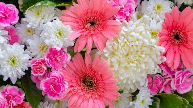 Пространство красивых цветов для свадебной сцены