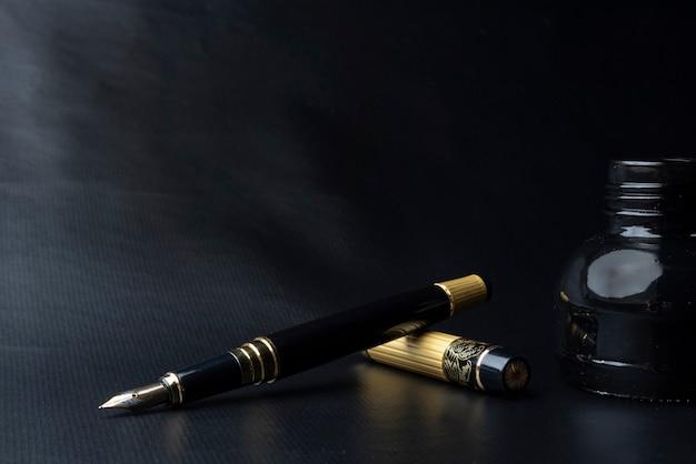 Красивая перьевая ручка