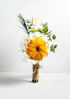 花の美しい新鮮な光の花束