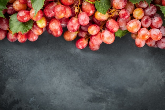 Красивый свежий сырой, органический виноград