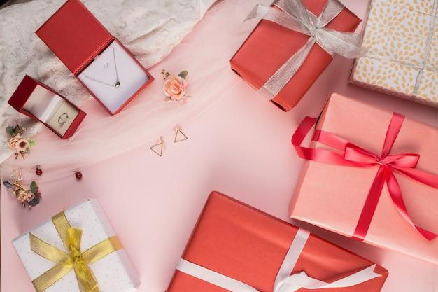 Bella confezione regalo e sfondo gioiello