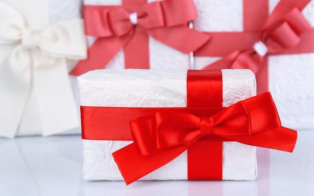 赤いリボンの美しい贈り物、クローズアップ