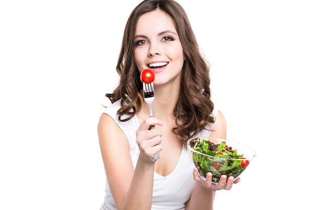 건강한 음식을 먹는 아름다운 소녀