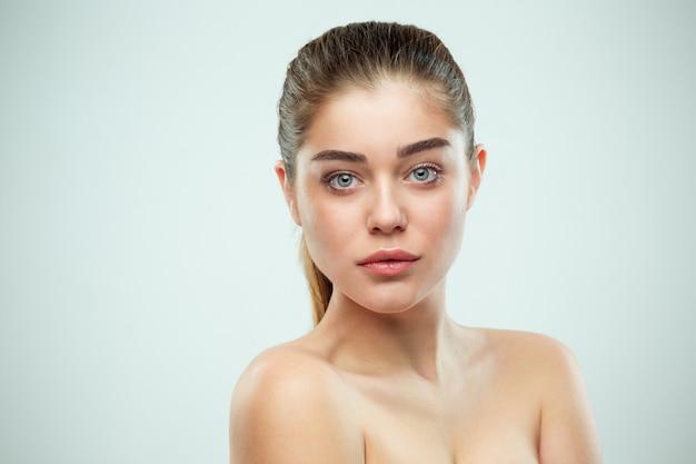 Красивая девушка лицо. идеальная кожа