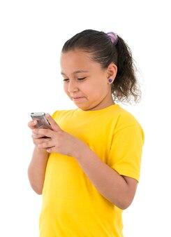Красивая девушка мобильных текстовых сообщений