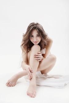 포즈를 취하는 아름 다운 소녀